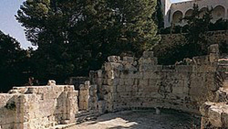 רקע קצר על אמאוס